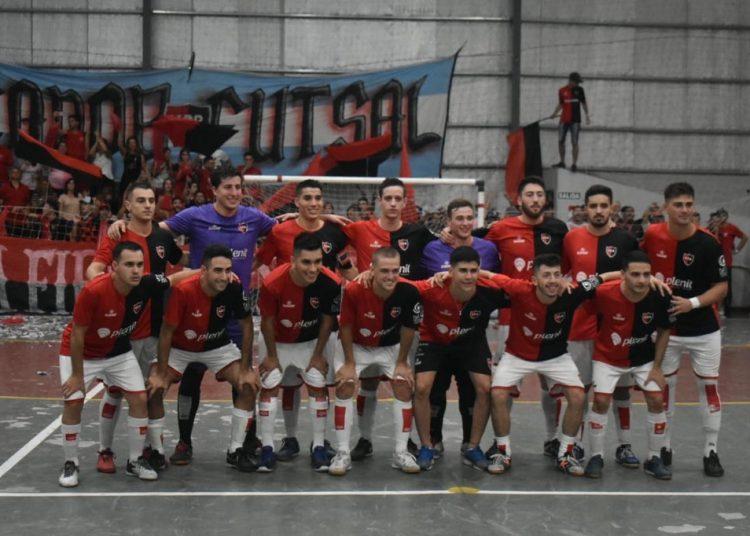 Arriba: García, Abud, Araya, Solzi, Pezzenatti, Dorda, Roldán y Van de Casteele. Abajo: Craia, Pozzi, De La Paz, Cattaneo, Foresto, Martínez-Conde y González.