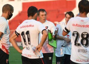 El entrenador tiene a su disposición invaluable experiencia y juventud que promete. Foto: CANOB Oficial.